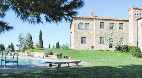 Estate with pool and land in Orcia Valley