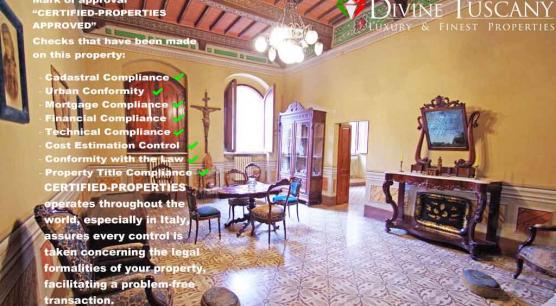 Antico Palazzo affrescato con corte interna a Montalcino